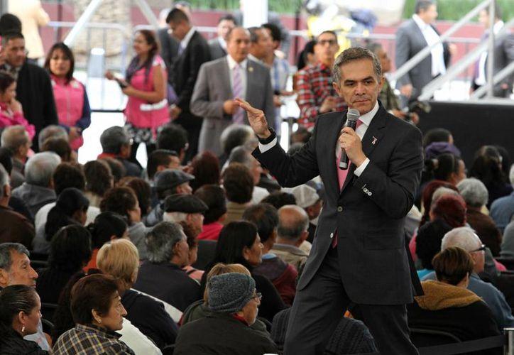 Miguel Mancera, actual jefe de gobierno de la Ciudad de México, nació en la capital, pero su sucesor podría haber nacido fuera de la misma. (Notimex)