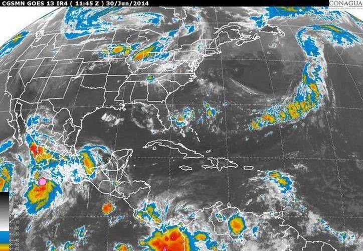 La onda tropical número siete se extiende sobre el occidente del Mar Caribe e ingresará a la Península de Yucatán. (Redacción/SIPSE)