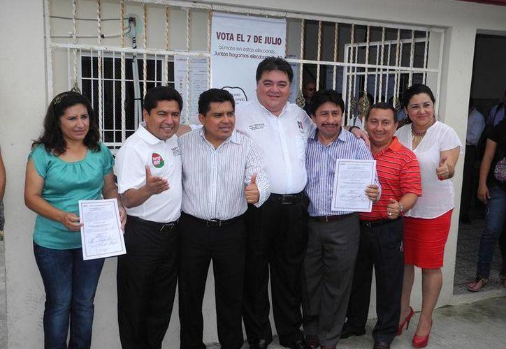 Recibieron el documento en la sede del Consejo Distrital Electoral V. (Rossy López/SIPSE)