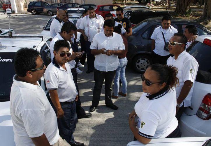 """El grupo de """"Radio Aficionados"""" iniciaron el servicio hace dos meses. (Tomás Álvarez/SIPSE)"""