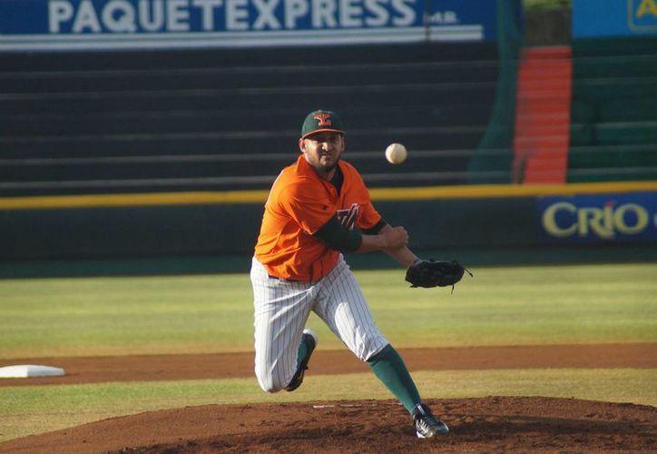 El pitcher cubano Yoanner Negrín sostuvo este jueves su primera práctica con Leones de Yucatán. (leones.mx)