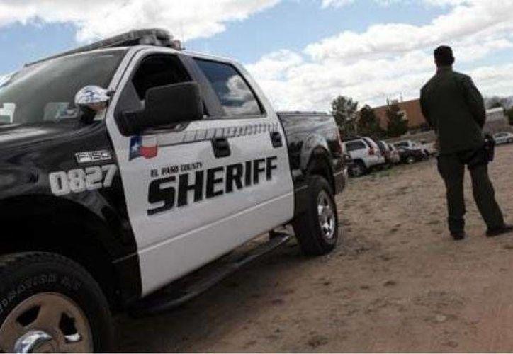 Según las autoridades un agente del sheriff marcó el alto a la camioneta. (Archivo/AP)