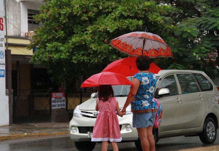 Para las próximas horas se pronostican lluvias fuertes en Quintana Roo (de 25 a 50 mm); y lluvias ligeras en Yucatán y Campeche (de 0.1 a 25 mm). (SIPSE)