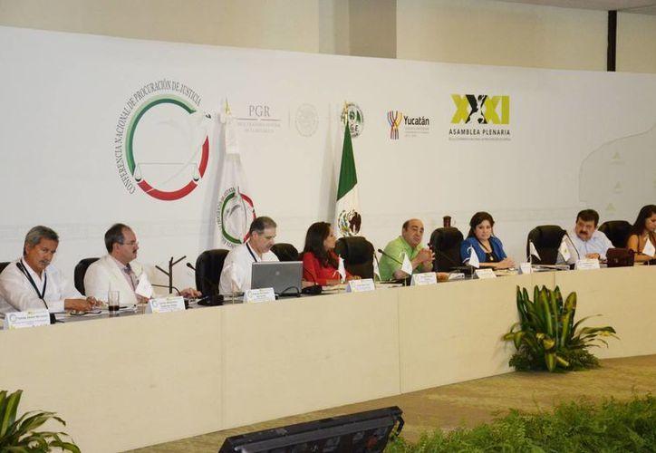 Procuradores y delegados de la PGR se reunieron ayer. (Milenio Novedades)