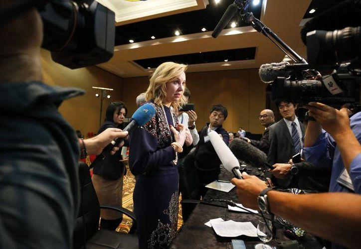 La ministra rusa de Deportes, Natalia Zhelanova, hace frente a los medios de comunicación tras una conferencia de la Agencia Mundial Antidopaje (WADA) en la que se dio a conocer de la suspensión a la Agencia Antidopaje de Rusia. (AP)