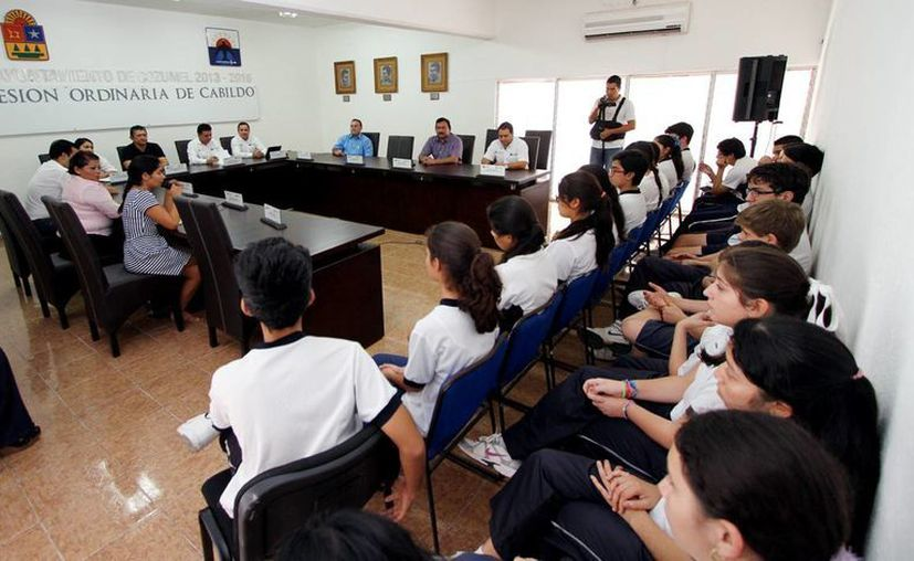 Exhortan a estudiantes a aprovechar su formación académica. (Cortesía/SIPSE)