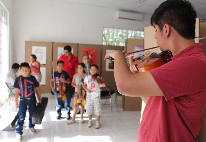 Actualmente la Orquesta Sinfónica Infantil y Juvenil de Playa del Carmen cuenta con 60 integrantes, que tienen entre cinco y 25 años de edad.  (Luis Ballesteros/SIPSE)