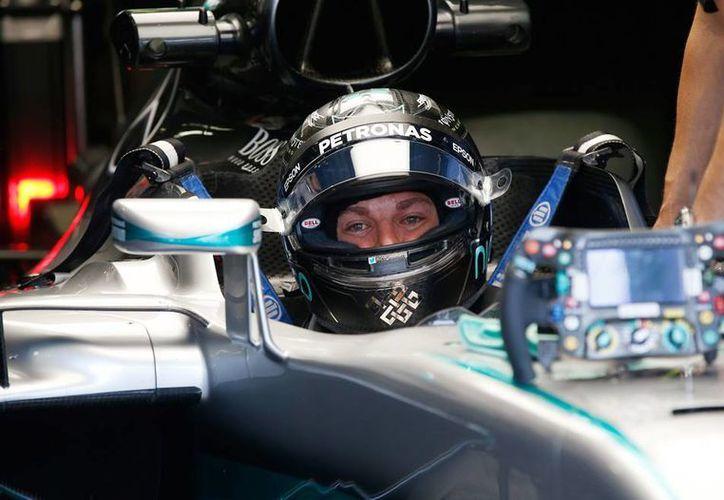 Nico Rosberg, de la escudería Mercedes, lideró, junto a Lewis Hamilton, su coequipero, las prácticas del viernes, en el Gran Premio de Italia 2016. (AP)