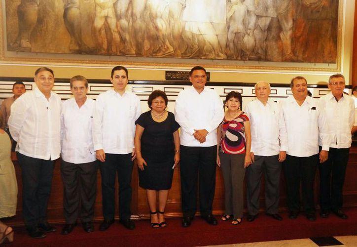 Durante la toma de protesta de la nueva directiva del Consejo de Notarios de Yucatán se dio a conocer que se propondrá que se implementen las reglas necesarias con el fin de mejorar su desempeño en el protocolo abierto y electrónico. (Foto cortesía del Gobierno de Yucatán)