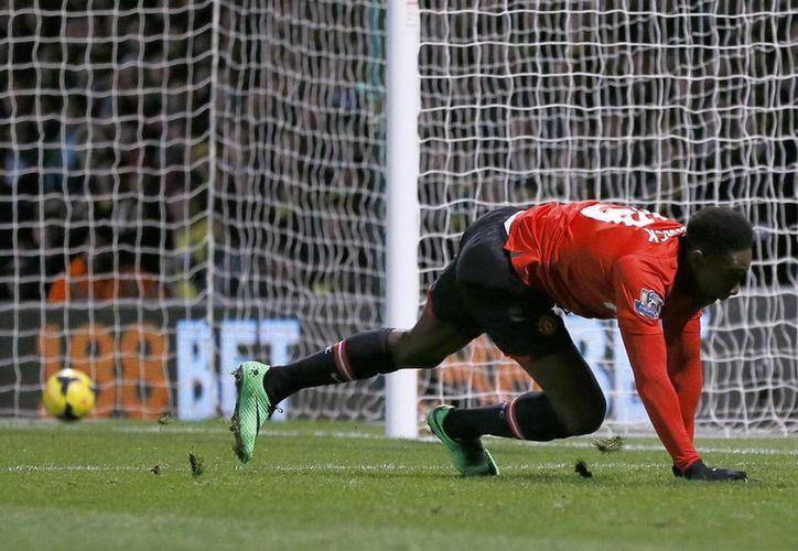 Con el solitario gol de Danny Welbeck, el Manchester United ligó su cuarto triunfo seguido en la Liga de Inglaterra. (Agencias)