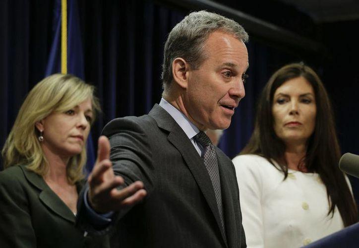 Eric Schneiderman, secretario de justicia de NY, indicó que los comerciantes de droga no conocen de fronteras. (AP)