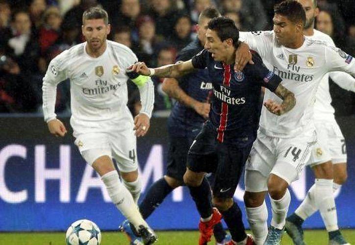 PSG y Real Madrid jugarán esta semana los octavos de final de la Champions League. Los parisinos reciben al caído Chelsea mientras que los Merengues visitan Italia para enfrentar al Roma. (Archivo AP)