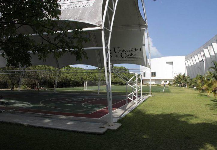 Unicaribe proyecta nuevo espacio deportivo. (Tomás Álvarez/SIPSE)