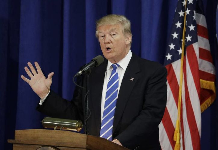 El candidato presidencial republicano Donald Trump durante su participación en la Alianza Nacional de Polonia, en Chicago. (Foto AP / John Locher)
