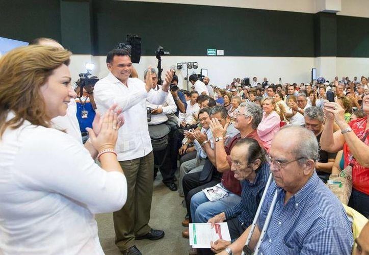 Fueron 570 jubilados y pensionados del Issste los que recibieron créditos personales, mediante una inversión de más de 22 mdp.