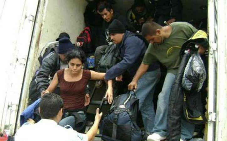 Los inmigrantes fueron rescatados por agentes federales de Migración y del Grupo Beta. (Foto de contexto de lopezdoriga.com)
