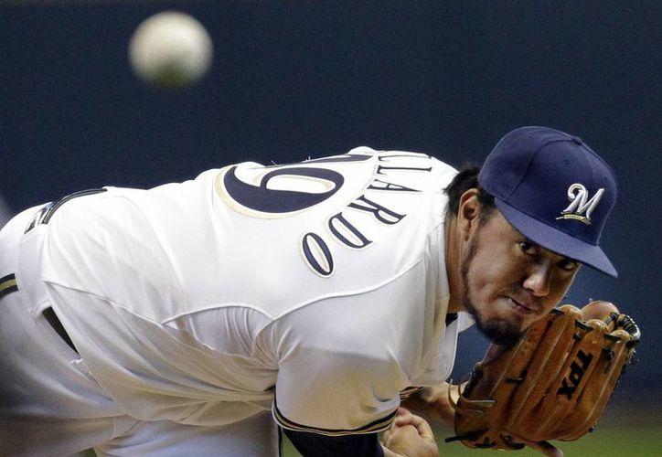 Yovani Gallardo es uno de los 6 beisbolistas mexicanos que podría ver acción en playoffs de Grandes Ligas. (jsonline.com)