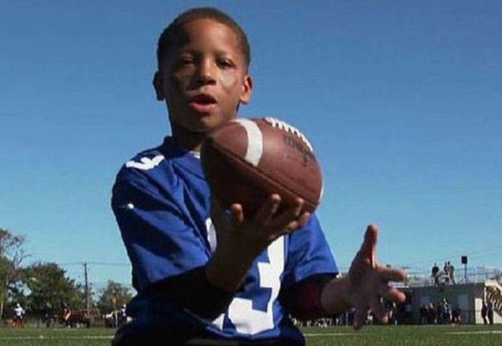 Isaiah Bird, el niño de 8 años, ha podido salir adelante a pesar de los problemas a los que se enfrentó a su corta edad.(Foto tomada de Actualidad RT)