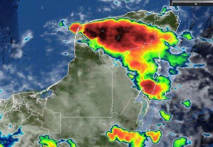 Impresionante celda de tormenta sobre la mayor parte de Yucatán en estos momentos. (@ClimaYucatan)