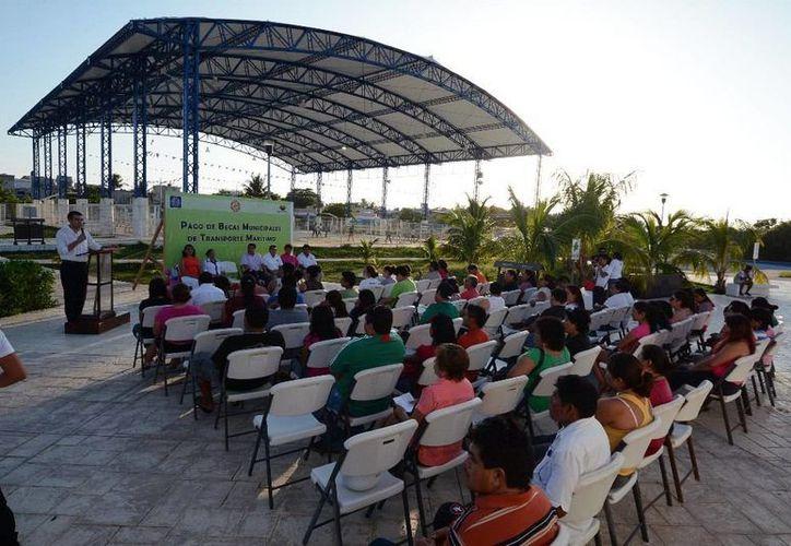 Con este pago se cierra el apoyo del ciclo escolar 2013-2014, en el que se destinaron 420 mil pesos para beneficiar a los isleños. (Redacción/SIPSE)