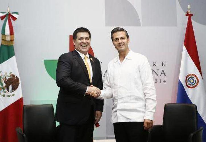 El presidente mexicano Enrique Peña Nieto invitó al presidente de Paraguay, Horacio Cartes, a visitar el país. (presidencia.gov.py)