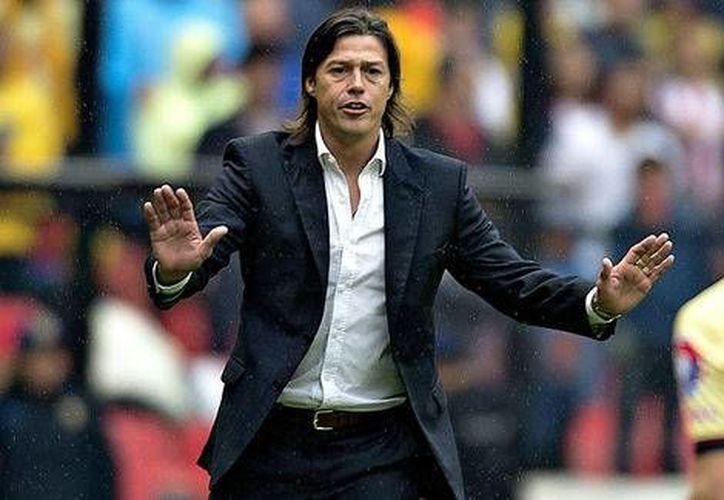 Matías Almeyda es acusado de realizar la estafa en su estancia en el banquillo del club argentino River Plate.(Notimex)
