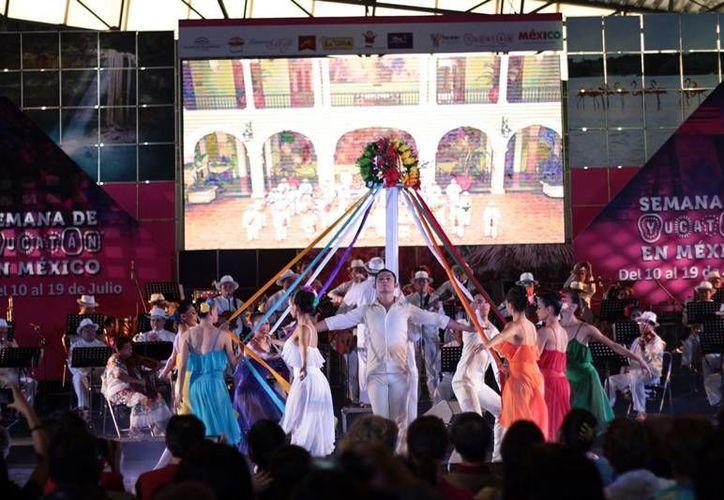 En el marco del final de la Semana de Yucatán en México, tres agrupaciones estatales interpretaron su música dentro del evento 'Aires del Mayab'. (SIPSE)