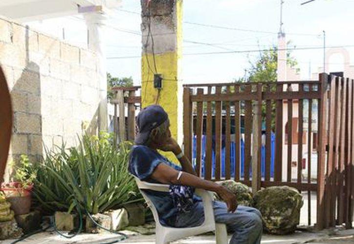 Sin amparo de su familia y sin los recursos necesarios para su atención es como se encuentra Don José. (Harold Alcocer/SIPSE)