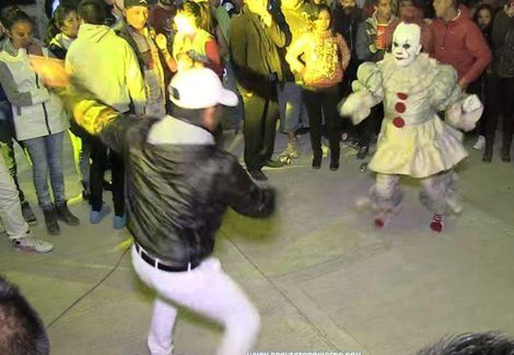 """Pennywise bailó """"La Cumbia Negra Ron y Velas"""". (Captura Facebook)"""