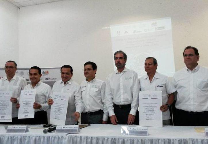 Imagen del evento que se realizó en las instalaciones de la Canacome, en donde se entregaron los certificados PLAC 2015 a los participantes del programa. (Ana Hernández/SIPSE)