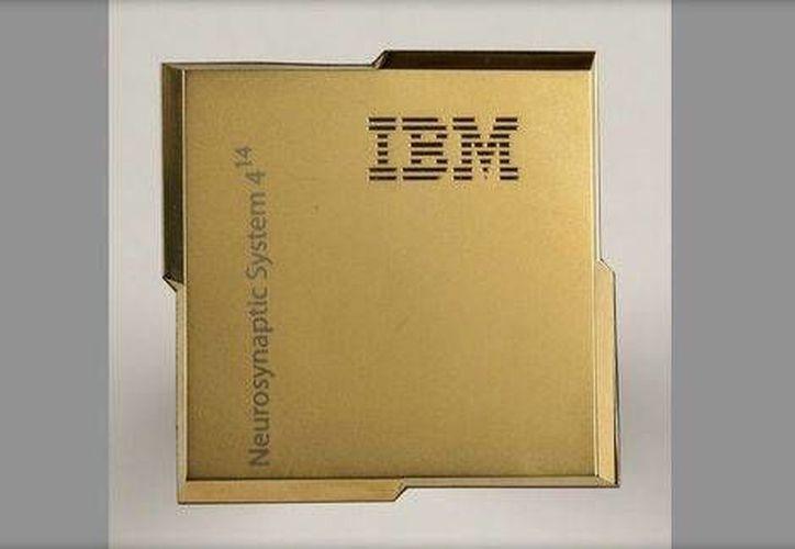 El pequeño chip tiene el potencial de 'transformar a la sociedad', según sus creadores. (Milenio)