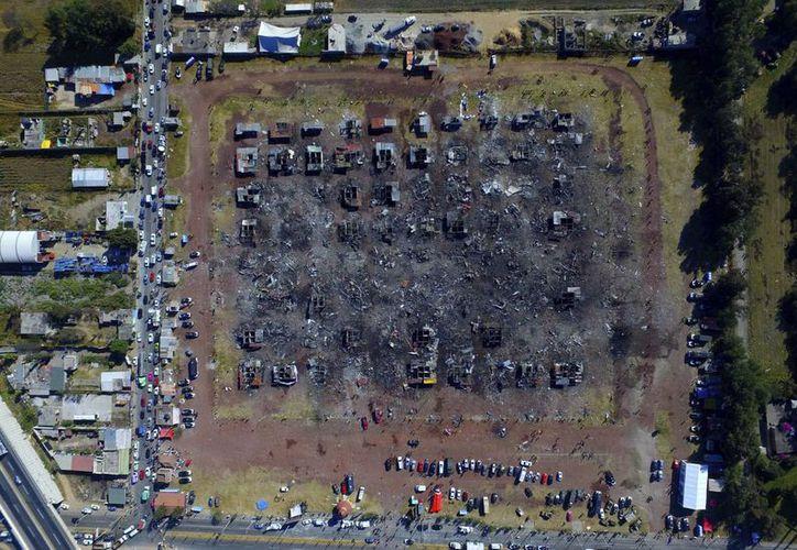 La fabricación de pirotecnia es una de las señas de identidad de Tultepec. Sus habitantes, a pesar de la tragedia, aseguran que se levantarán y seguirán trabajando. (AP/Christian Palma)