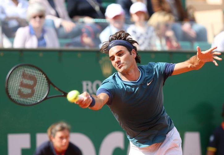 Tanto el veterano Federer (foto), que llegó como invitado, como Wawrinka buscarán coronarse en el Masters de Montecarlo por primera vez. (Foto: AP)