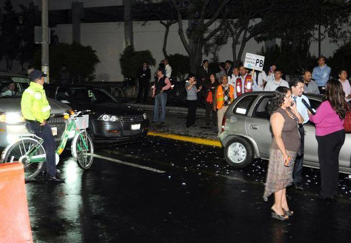 Algunos edificios  de la Ciudad de México fueron evacuados. (Foto: Especial de Notimex)