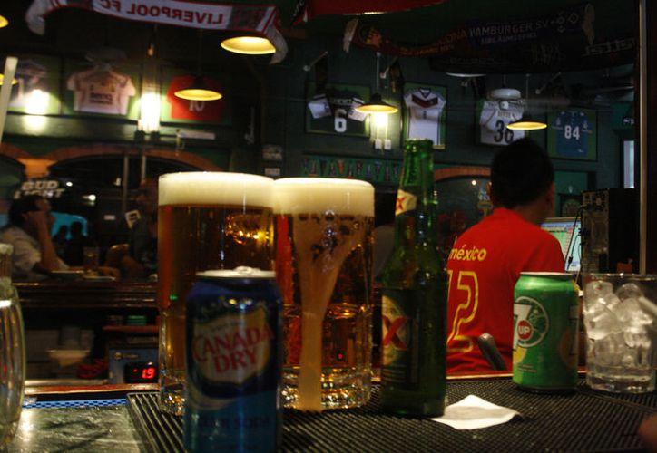 """La bebida """"Four Loko"""" se vende hasta en menores de edad, lo que causa preocupación. (Foto: Octavio Martínez)"""