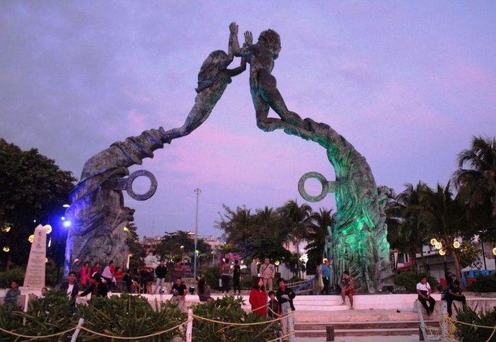 Las celebraciones por el Año Nuevo continuaron en la ciudad, en algunos casos, hasta el amanecer. (Octavio Martínez/ SIPSE)