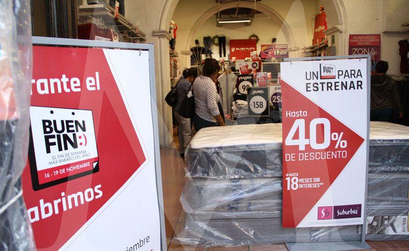 Se invita a aprovechar las ofertas que ofrecen alrededor de 10 mil negocios durante el programa Buen Fin. (Fotos Jorge Acosta)