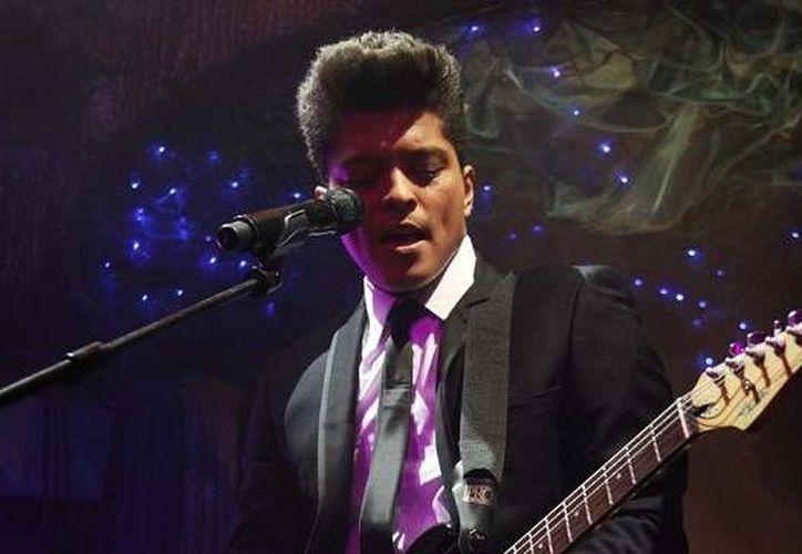 Bruno Mars sólo ha sacado dos álbumes, pero ya es uno de los cantantes más reconocidos en el mundo. (musicak.com)