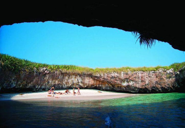 La Comisión Nacional de Áreas Naturales Protegidas indicó que las visitas a las Islas Marieta aumentó considerablemente desde hace dos años. (Notimex)