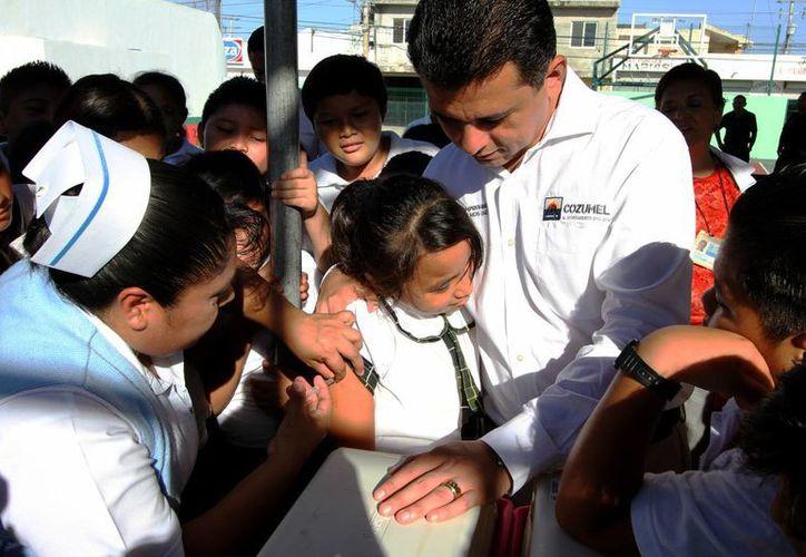 El objetivo de la campaña de vacunación es atender a 17 mil 787 niños y adultos. (Redacción/SIPSE)