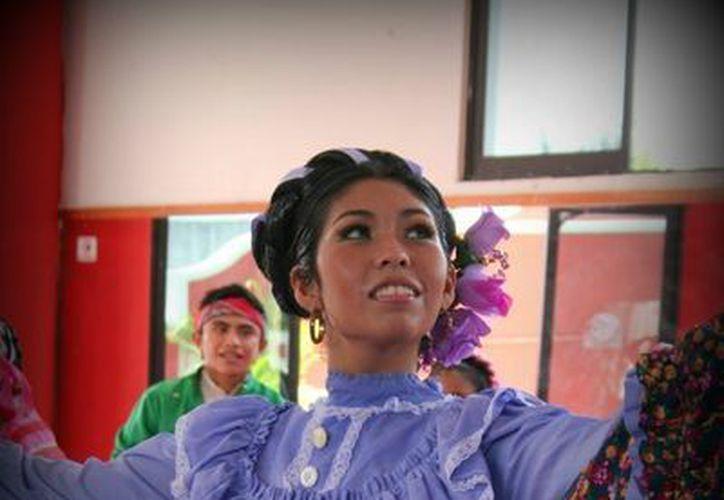 El espectáculo ofrecerá la música y danza tradicional de diversas entidades. (Facebook/Ballet Folklorico Carlos Acereto)
