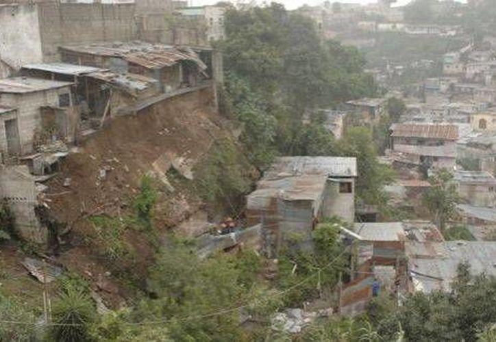 Los asentamiento irregulares ponen en riesgo a miles de familias en todo el país. (prensalibre.com/Archivo)