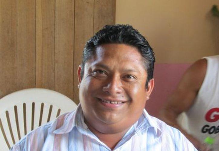Freddy May Vargas, jurídico del ayuntamiento, debe separarse del cargo para atender la demanda penal que obra en su contra. (Carlos Yabur/SIPSE)
