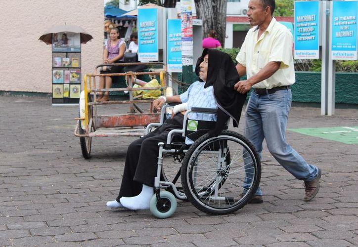 La Sesa trabaja en la toma de peso, talla y medición de las personas en centros de salud. (Foto: Joel Zamora)