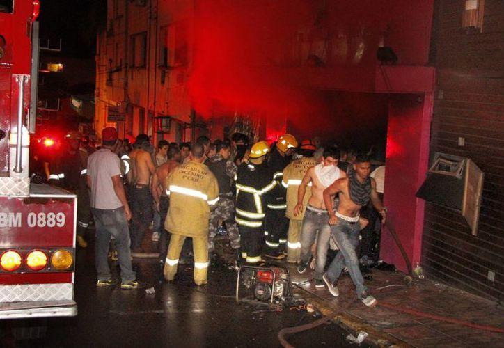 El incendio de la discoteca tuvo un saldo de 231 muertos. (Agencias)