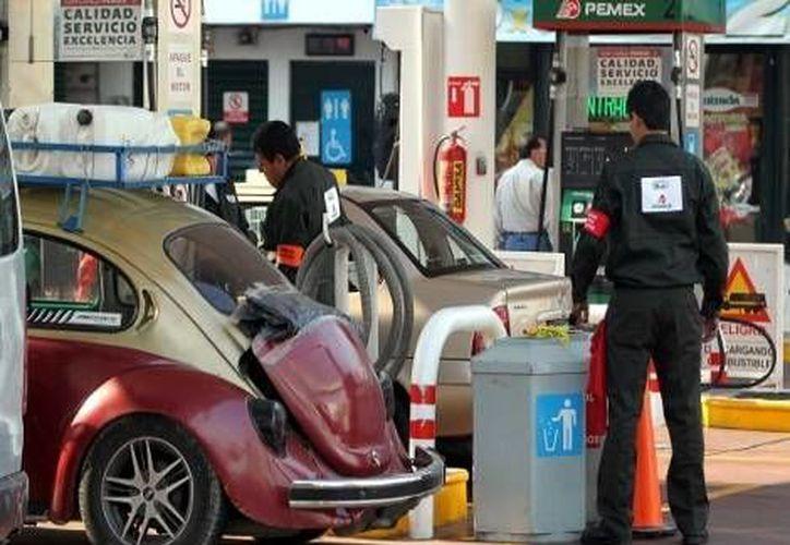 El Gobierno Federal 'golpea' a la ciudadanía por octava vez con aumentos a gasolina y diesel. (Notimex)