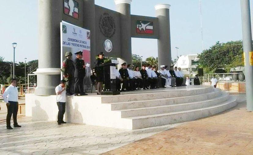 El evento fue presidido por el general de brigada Gustavo Nieto Navarro, comandante de la X Región Militar, quien realizó la declaratoria oficial del inicio de las Fiestas Patrias. (Luis Fuente/Milenio Novedades)