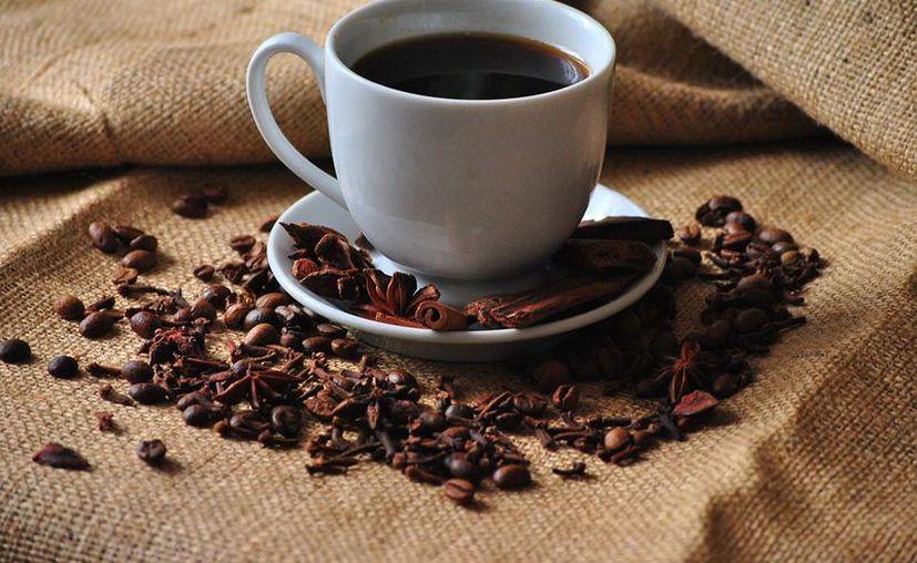 El límite de cafeína que debe tomar una persona son dos o tres tazas diarias. (Foto: Contexto/Internet)