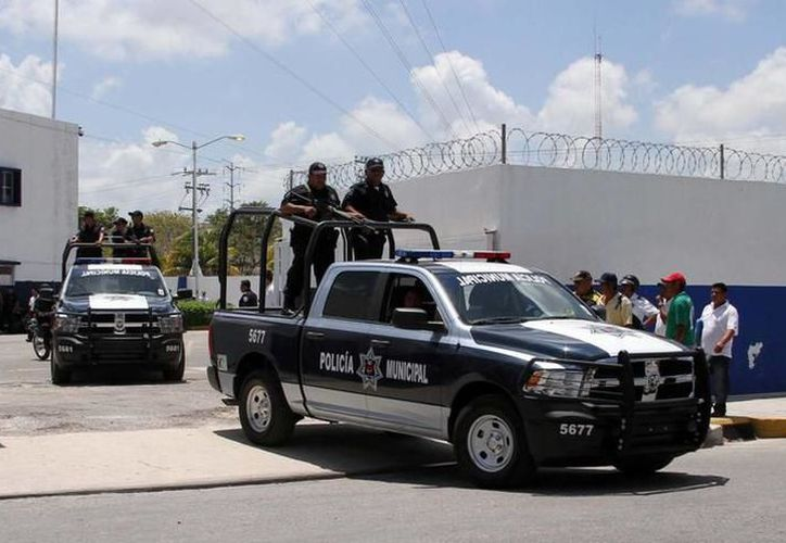 Los uniformados se encuentran de manera permanente patrullando y vigilando la ciudad. (Redacción)