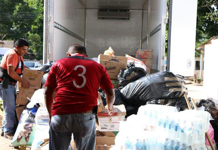 Los productos serán destinados a familias damnificadas por sismos. (Gloria Poot/SIPSE)